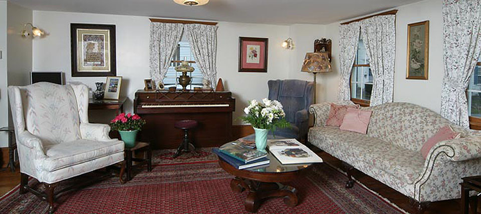 Come relax in this cozy living room at our Rockport, Massachusetts Bed and Breakfast at the Tuck Inn.